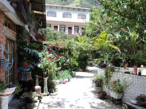 Caba as en ba os visitaecuador el portal oficializado for Hostal jardin
